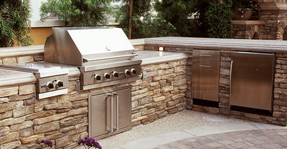 l shaped split level outdoor kitchens the green scene chatsworth ca - Outside Kitchens Ideas