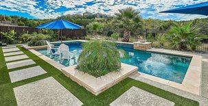 现代游泳池,超大摊铺机混凝土泳池甲板Sundek奥斯汀奥斯汀,德克萨斯州