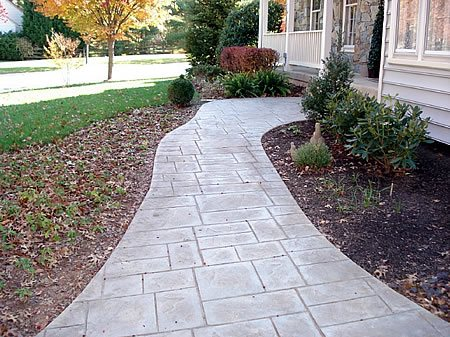 How to build concrete sidewalks and walkways the for Pouring your own concrete driveway