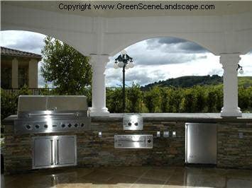 户外厨房图片户外厨房绿色场景Chatsworth,CA