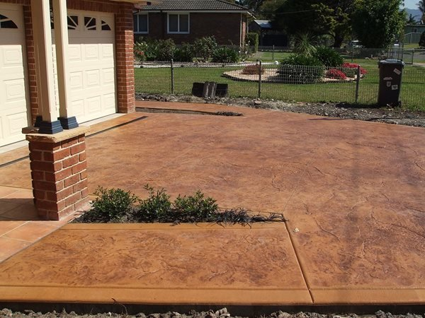 Red Stain, Texture Concrete Driveways Hendersons Concreting Services pty Ltd New South Wales, Australia